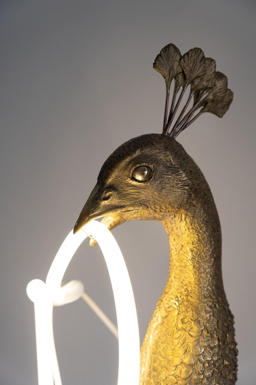 peacock-lamp-design-lifestyle-3
